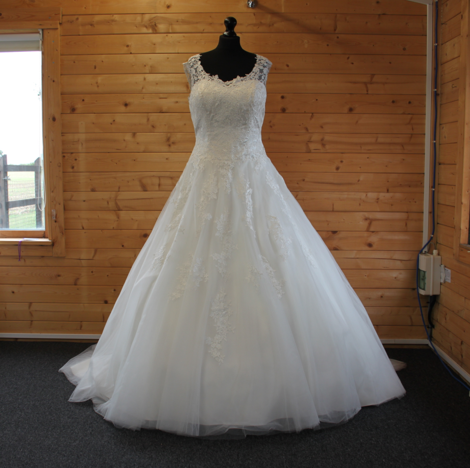 Lucky Sixpence Bridal wedding dress #167